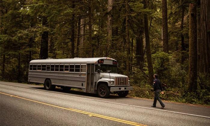 Este é o ônibus antigo usado que virou casa. O veículo custou US$ 3 mil e a reforma, US$ 6 mil Hypeness