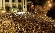 RI Rio de Janeiro (RJ) 17/06/2013 Manifestação contra o aumento dos ônibus no Rio - Manifestantes na Cinelândia e Avenida Rio Branco. Fotos Hudson Pontes / Agência o Globo.