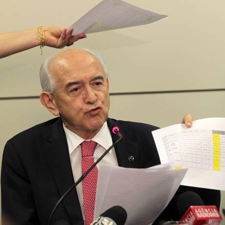Ministro do Trabalho, Manoel Dias, anuncia pente fino nos contratos da pasta com organizações Foto: Givaldo Barbosa/ O Globo - 10/09/2013