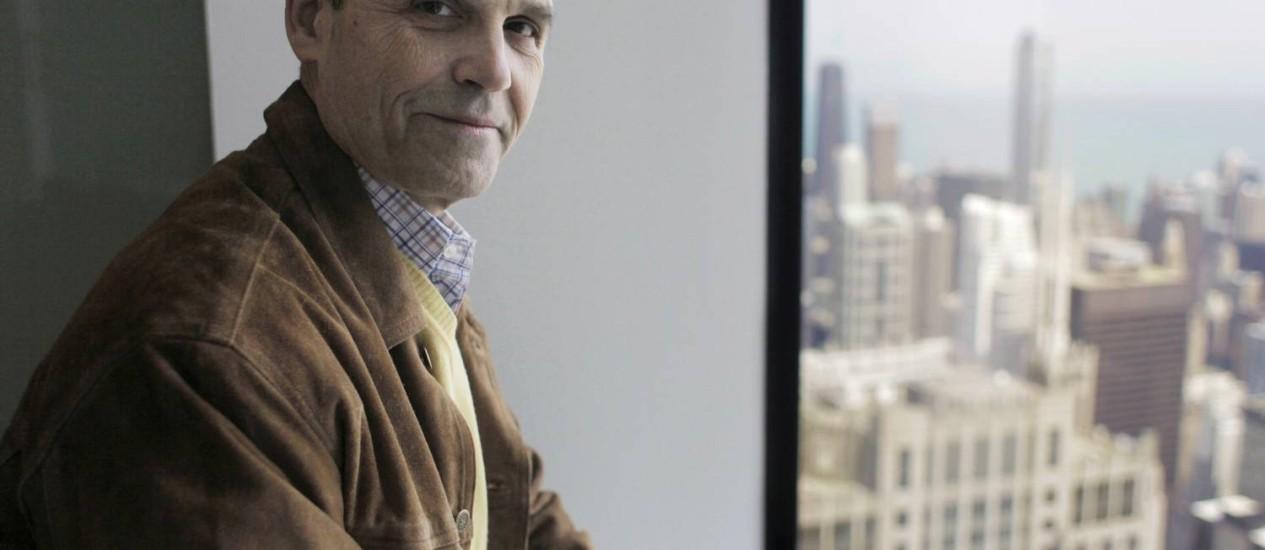 """Scott Turow. O autor já vendeu milhões de cópias no mundo com romances como """"Acima de qualquer suspeita"""" (1987), """"O ônus da prova"""" (1990) e """"O inocente"""" (2010) Foto: M. Spencer Green / Agência O Globo"""