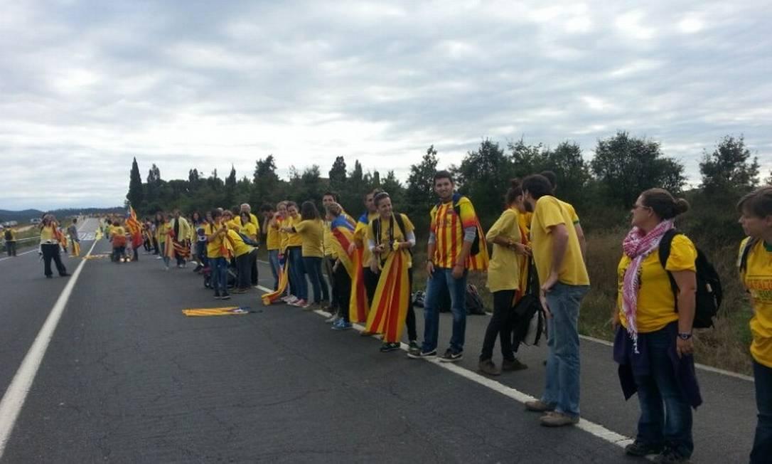 O cordão seguiu por estradas no país Assembleia da Catalunha