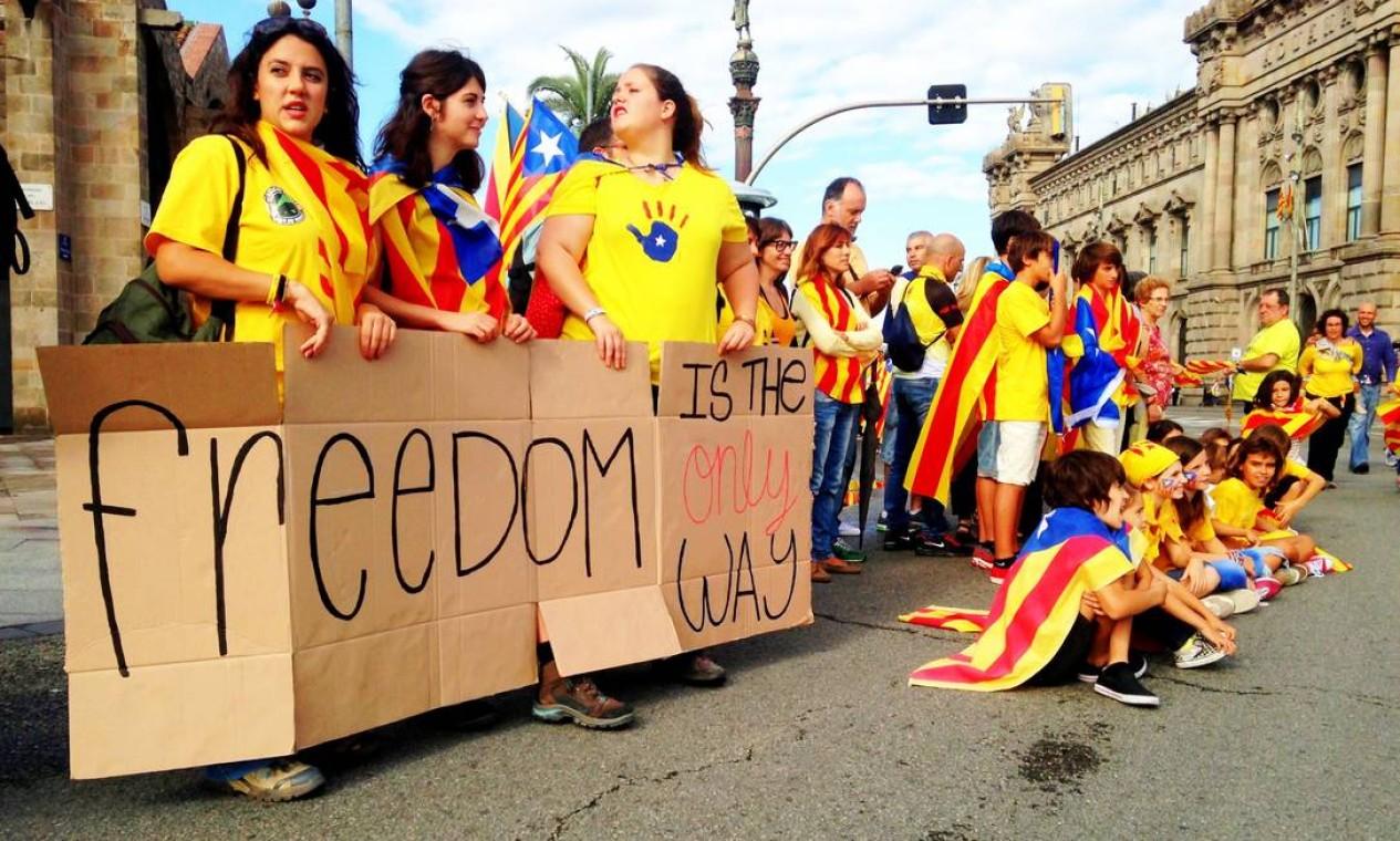 O ato reuniu mais de meio milhão de pessoas em 80 municípios Foto: Agência O Globo / Renato de Alexandrino