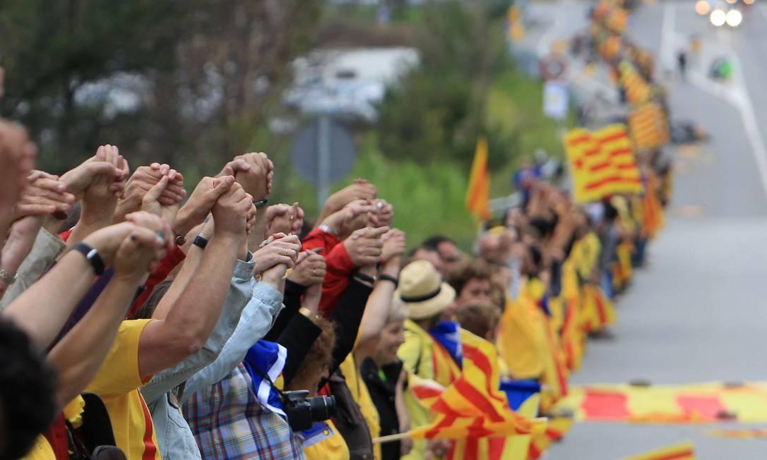 O cordão ligou as praias do sul de Tarragona até o norte de Pirineos Foto: RAYMOND ROIG / AFP