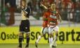 Correa comemora gol que marcou pela Portuguesa contra o Vasco, no Canindé Foto: Piervi Fonseca / AGIF