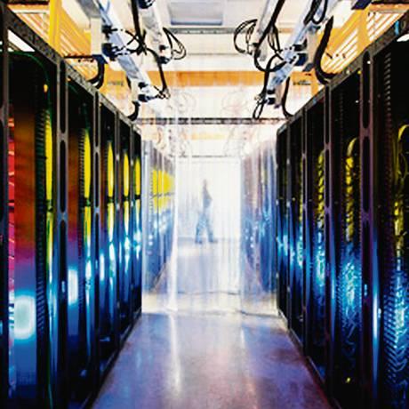 Empresas podem rodar aplicações em data centers remotos, sem investir na construção de servidores próprios Foto: FOTO: Agência O Globo