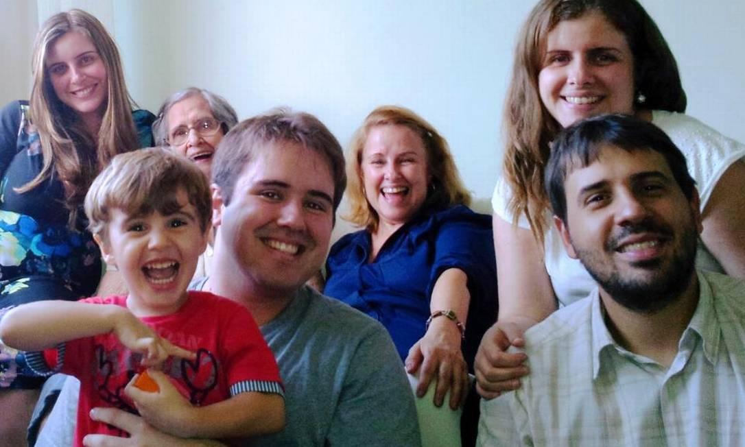 Natália, à esquerda, e a família durante o último Dia das Mães Foto: FOTO: Reprodução/Arquivo Pessoal