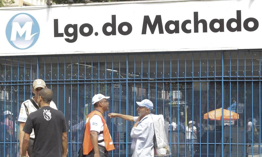 Campanha Lixo Zero orienta cidadãos no Largo do Machado Foto: Pedro Kirilos / Agência O Globo