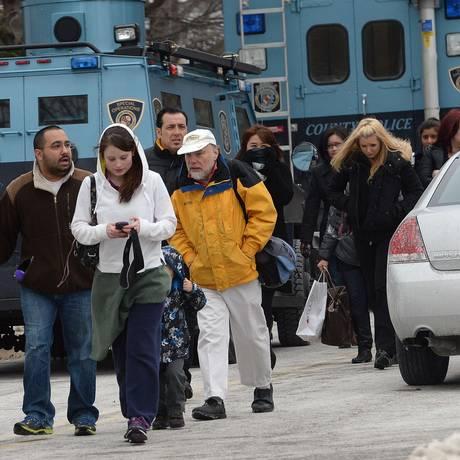 Shopping é evacuado após tiroteio Foto: JEWEL SAMAD / AFP