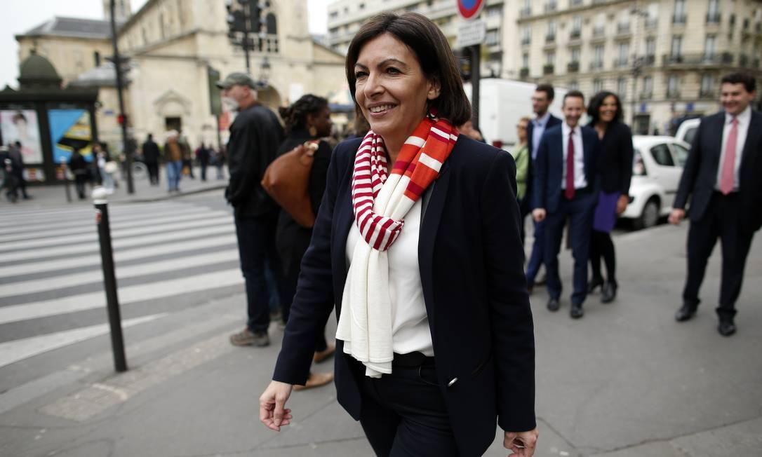 Anne Hidalgo chega ao seu gabinete de campanha Foto: BENOIT TESSIER / REUTERS