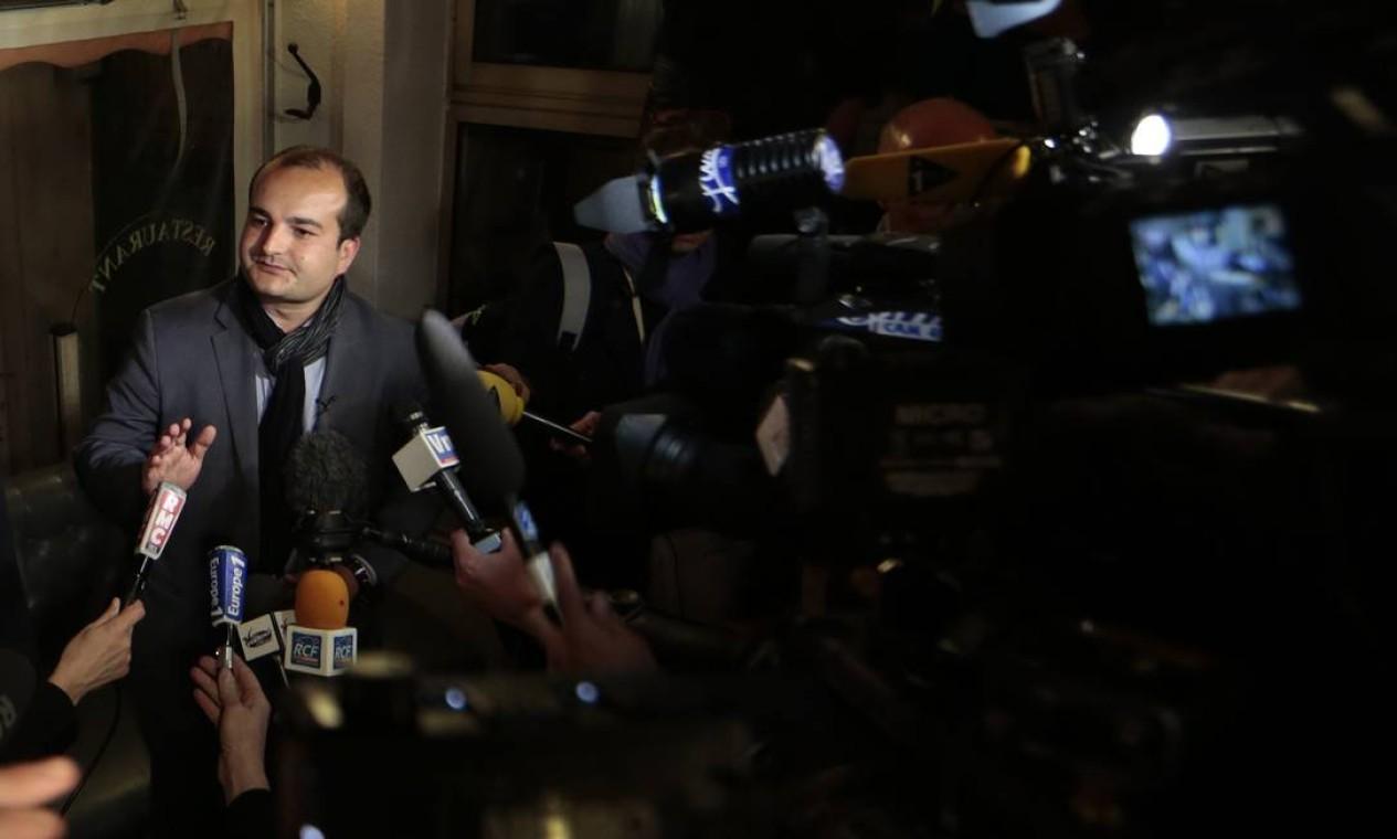 David Rachline, do partido de extrema-direita Frente Nacional (FN), dá entrevista coletiva após vencer as eleições municipal em Frejus Foto: ERIC GAILLARD / REUTERS