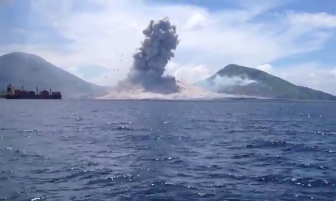 Vulcão em erupção em Papua-Nova Guiné Foto: Philip McNamara/ reprodução da web