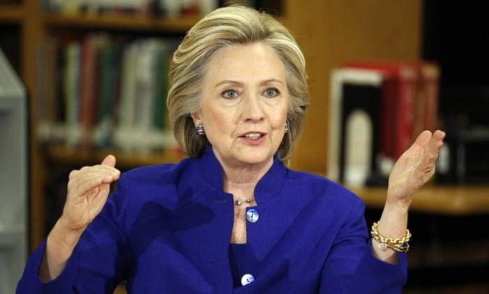A família Clinton tem uma histórica rede de doadores fieis, o que provoca a independência de Hilary em relação a um grande bilionário Foto: John Locher / AP