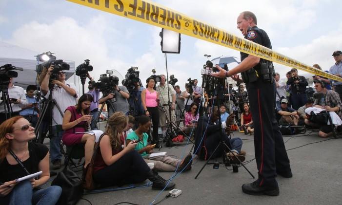 O sargento Patrick Swanton, da polícia local, afirma que cerca de 170 membros de gangues foram indiciados por participação no crime organizado e terão que pagar indenizações de US$1 milhão cada Foto: Jerry Larson / AP