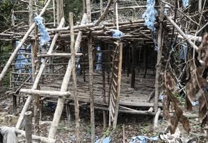 Um campo de imigrantes abandonados usado por traficantes de pessoas foi encontrado dentro da floresta, no norte da Malásia, região de fronteira com a Tailândia Foto: MOHD RASFAN / AFP