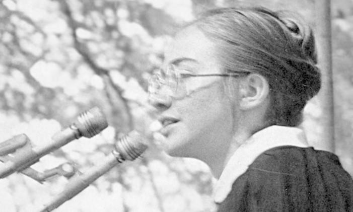 Hillary Rodham discursa na Wellesley College, em 1969 Foto: Stimmell/Arquivo / Wellesley College