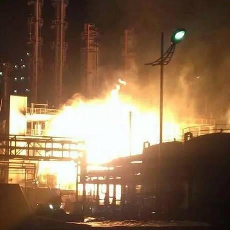 Após explosões, uma bola de fogo subiu no céu de Nanjing Foto: Reprodução/Twitter