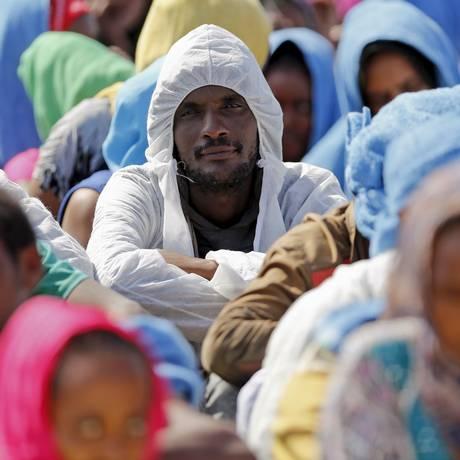Imigrantes chegam à Itália Foto: ANTONIO PARRINELLO / REUTERS