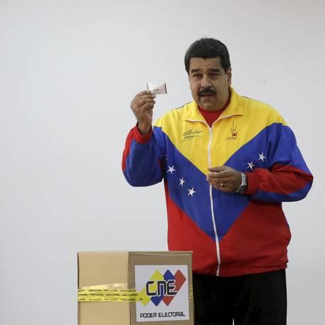 Nicolas Maduro vota em colégio eleitoral em Caracas Foto: JORGE DAN LOPEZ / REUTERS