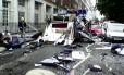 Foto tirada por um pedestre mostra destruição perto da Praça Tavistock em Londres, pouco tempo depois do atentado a um ônibus em 7 de julho de 2005