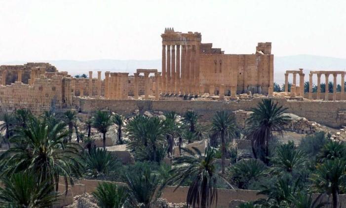 A cidade de Palmira, ao nordeste da capital síria Damasco, concentra palmeiras no meio do deserto. Foto: AP