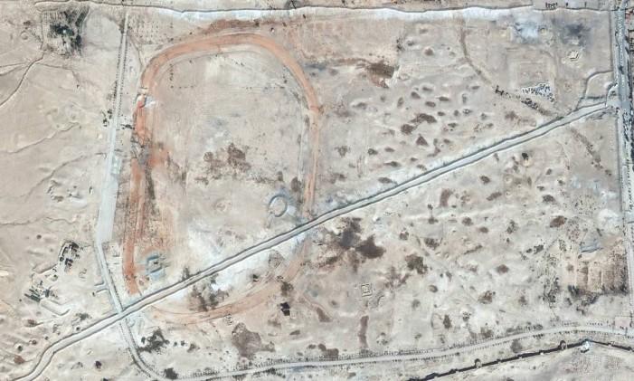 Estradas e barragens na necrópole do norte da cidade síria de Palmira. Foto: AP