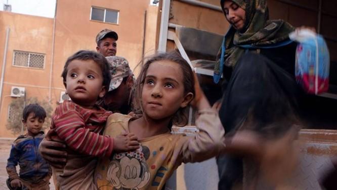 Família abrigada pelo Vaticano Foto: AP