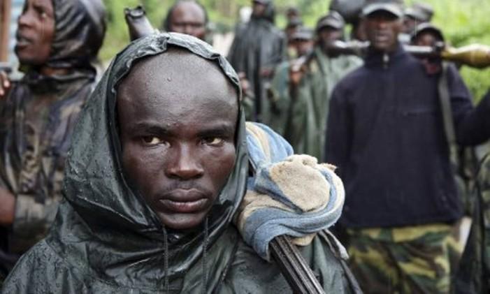 Na República Democrática do Congo, jovem participa de conflito Foto: Reuters