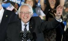 Bernie Sanders comemora após vencer primária em New Hampshire Foto: RICK WILKING / REUTERS
