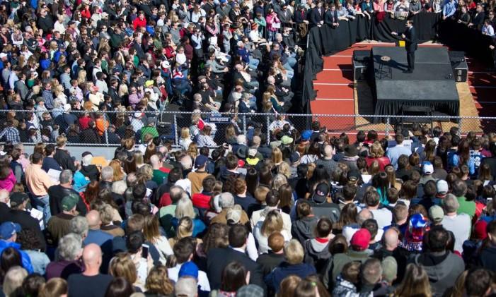 Na Georgia, multidão assiste a discurso do republicano Marco Rubio enquanto se preparam para votar na Super Terça Foto: Branden Camp / AFP