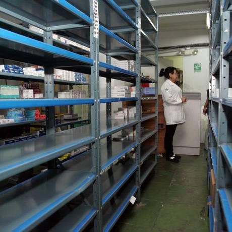 Falta de remédios afeta pratileiras de farmácias na Venezuela Foto: WILLIAMS MARRERO / WILLIAMS MARRERO / EL NACIONAL