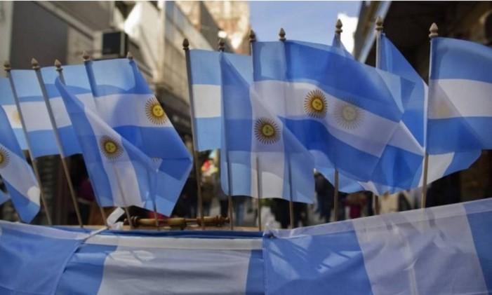 Bandeiras da Argentina nas ruas de Buenos Aires Foto: Bloomberg