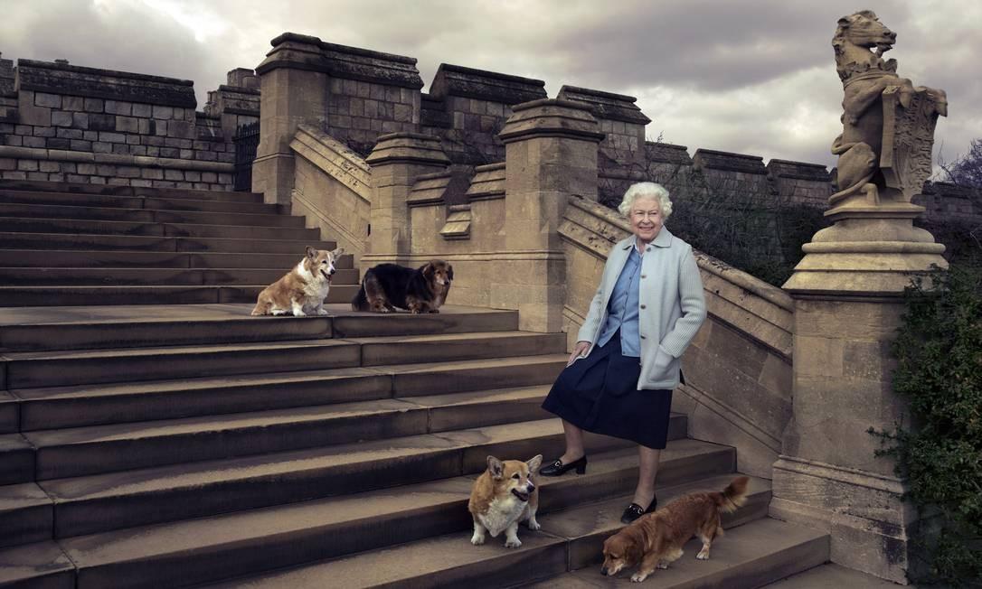 Rainha Elizabeth II posou para Annie Leibovitz em comemoração ao seu aniversário de 90 anos Foto: Annie Leibovitz / AP