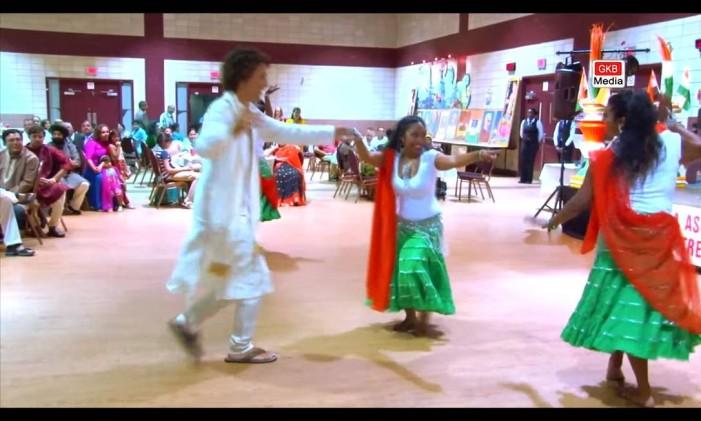 Trudeau entrando na dança do bhangra Foto: Reprodução YouTube