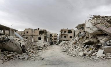 Área destruída e controlada pelos rebeldes em Maaret al-Numan Foto: KHALIL ASHAWI / REUTERS