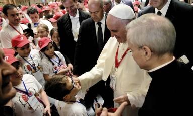 Papa fala com crianças no Vaticano Foto: Vincenzo Pinto / AP