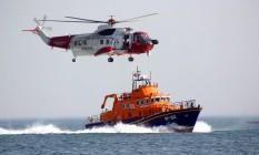 Navios e helicópteros da guarda costeira britânica fizeram o resgate Foto: Divulgação