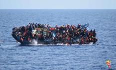Marinha italiana chegava para ajudar quando naufrágio ocorreu Foto: Uncredited / AP