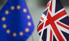 Bandeiras da União Europeia e do Reino Unido Foto: Tomohiro Ohsumi / Bloomberg