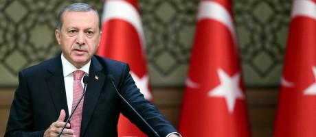 Presidente turco Recep Tayyip Erdogan em discurso em fórum econômico no complexo presidencial em Ancara Foto: Kahyan Ozer / AFP
