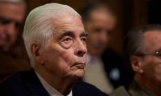 Ex-general Luciano Menéndez comparece ao seu julgamento em tribunal de Córdoba, na Argentina Foto: Natacha Pisarenko / AP