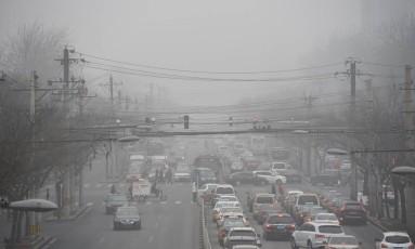 Nove entre dez pessoas respiram ar de baixa qualidade, de acordo a Organização Mundial da Saúde Foto: GREG BAKER / AFP