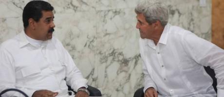 Maduro e Kerry participam da assinatura do acordo de paz entre Colômbia e as Farc Foto: HANDOUT / REUTERS