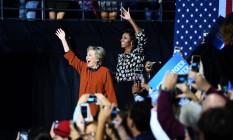A candidata democrata Hillary Clinton e a primeira-dama Michelle Obama no primeiro comício juntas em Winston-Salem, Carolina do Norte Foto: Jewel Samad / AFP