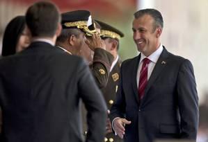 Tareck El Aissami, vice-presidente da Venezuela, se encontra com militares em Caracas. Foto: Fernando Llano / AP
