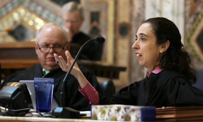 Juiza Michelle Friedland durante sessão de julgamento. Foto: Eric Risberg / AP