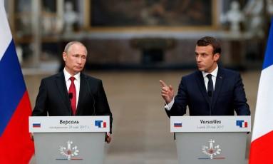 Os presidentes de Rússia e França: Vladimir Putin e Emmanuel Macron Foto: PHILIPPE WOJAZER / REUTERS