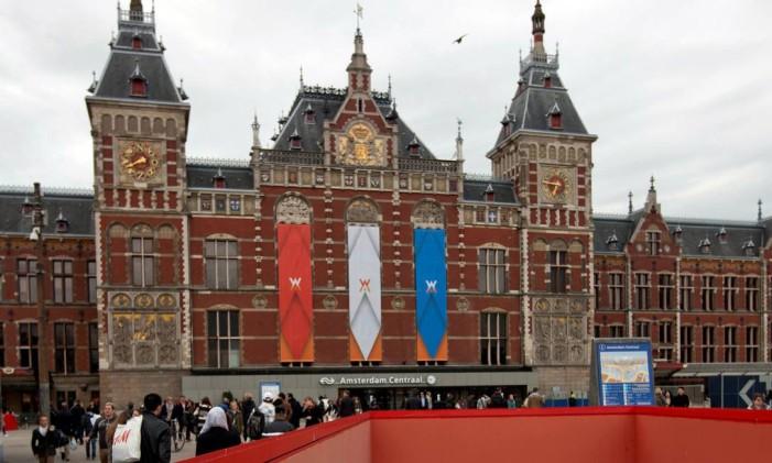 A estação central de Amsterdã Foto: Cris Toala Olivares / REUTERS