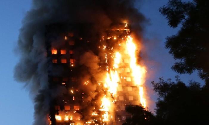 Grenfell Tower em chamas Foto: DANIEL LEAL-OLIVAS / AFP