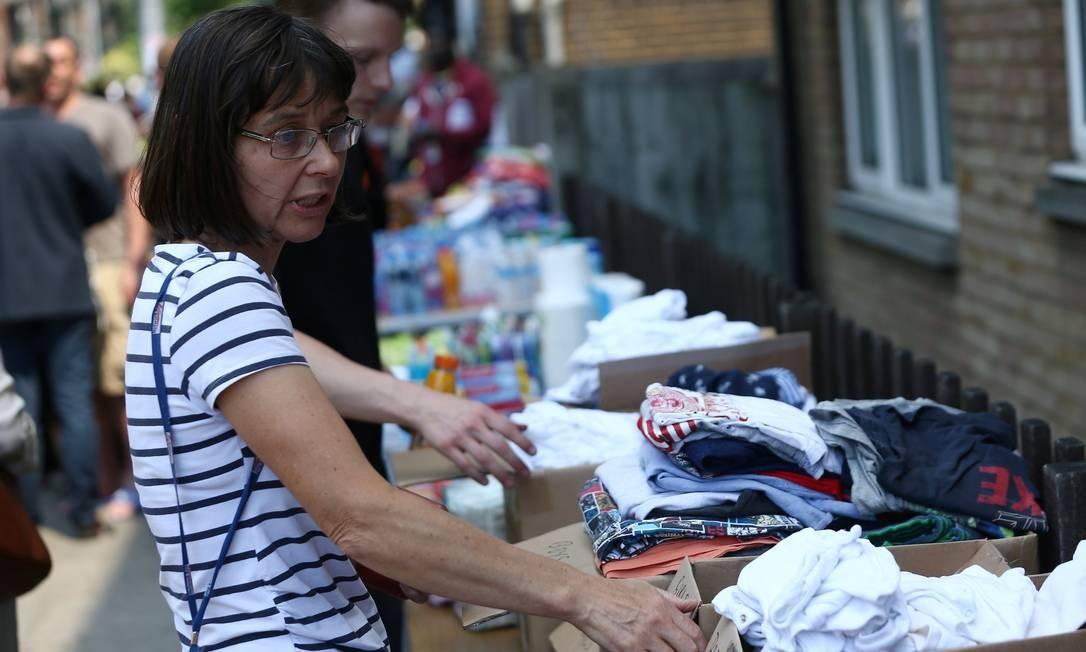 Doações de roupas para as vítimas do incêndio na Grenfell Tower NEIL HALL / REUTERS