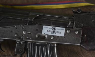 Arma etiquetada pela ONU em missão de recolhimento de arsenal das Farc, da Colômbia Foto: Raul Arboleda / AFP